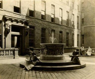 [Fountain]