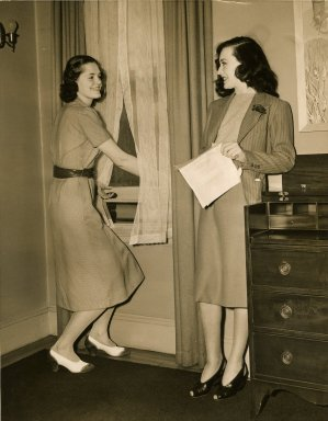 [Jean Solenstein Homemaking 1939 with Sally O'Neill]