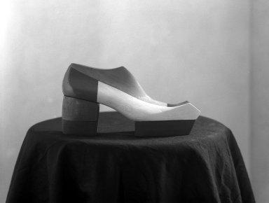 [Art School -- Fashion -- Shoe Setups in Studio]