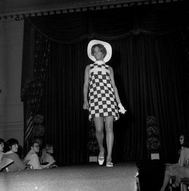 [Art School -- Fashion Show]